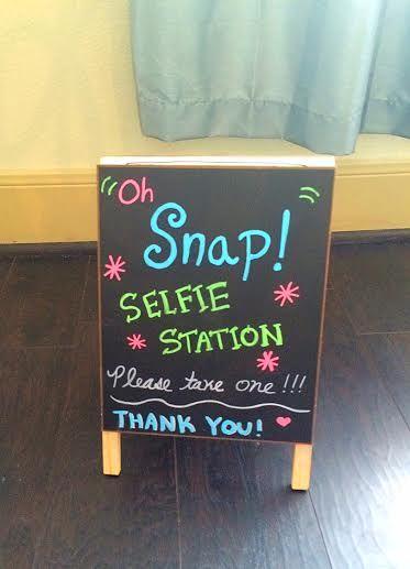 """""""Selfie Station"""" Sign"""