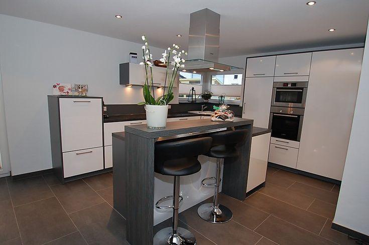kochinsel mit rückseitig bündiger theke, abstellkammer in küche, Wohnzimmer design