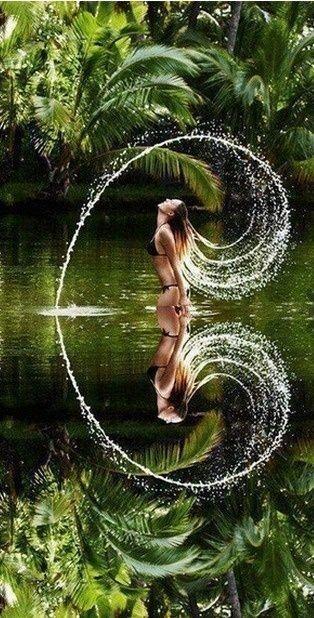 El sol, recorrió el firmamento sin detenerse; las horas, se fueron consumiendo…Spirale du mouvement du corps en lien avec l'eau, ce miroir avide de refléter le beau...Instant juste magnifique...