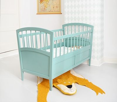 "loving the sparse design with the ""bear"" rug, so adorable! #estella #kids #decor 