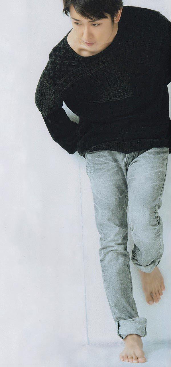 Satoshi Ohno! barefoot!! =D