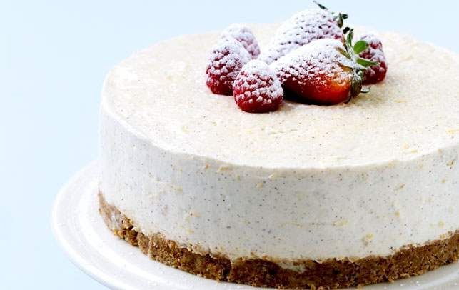 Vanilje-citroncheesecake med sommerbær