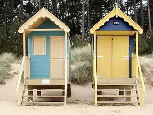 vintage beach huts #makesmehappy @Blanca Prado Stuff UK