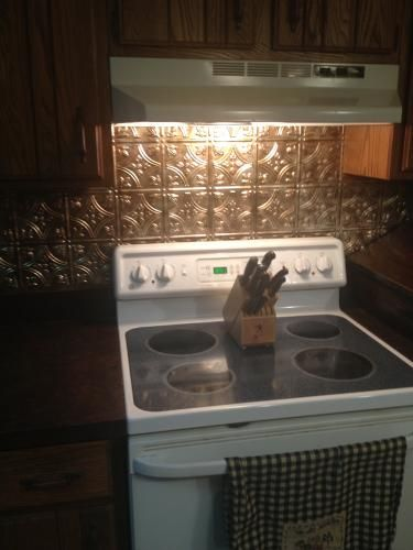 Traditional 1 Pvc Decorative Backsplash Panel In Smoked
