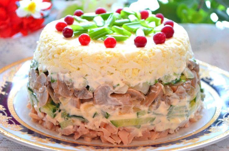 Салат з куркою та грибами