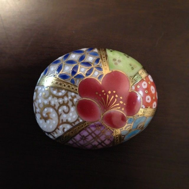 梅と小紋帯留め|ハンドメイド作品の購入・販売 iichi