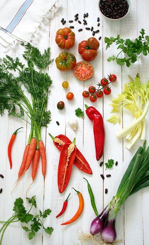 Una mesa con vegetales,dan mucho color a nuestras vidas!!!!!!!!!!!!!!!!y salud de pilon,je,je...