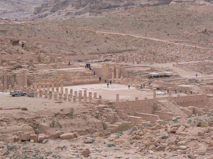 Panorámica del Templo de los leones alados y calzada romana. Petra (Wadi Mousa) - Jordania.