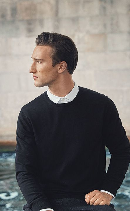 Fashion blogger Marcel Floruss for PREMIUM by JACK & JONES merino wool pullover, slick white shirt