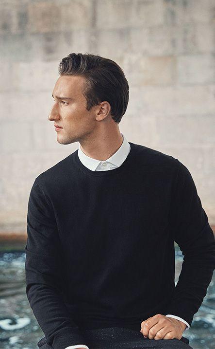 Fashion blogger Marcel Floruss for PREMIUM by JACK & JONES merino wool pullover, slick white shirt