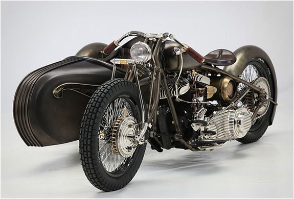 Union is a Art Deco-inspired sidecar attached to a 1942 Harley-Davidson Model U. It was created by Italian workshop Abnormal Cycles, they specialize in making custom and special bikes. Has Bike Exif put it, there's something reminiscent of Flash Gord.