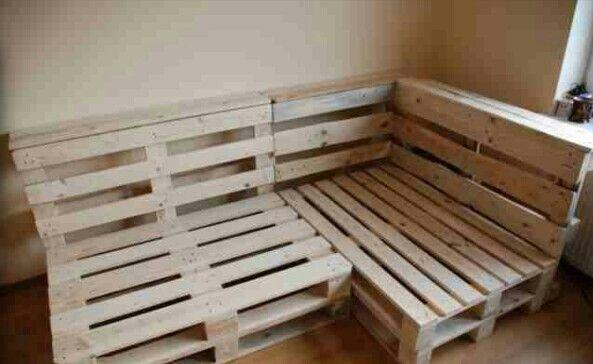 Sofa w salonie, rusztowanie:-)
