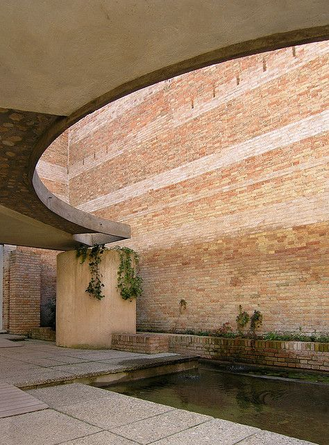 carlo scarpa, biennale sculpture space, venice 1952, via Flickr.