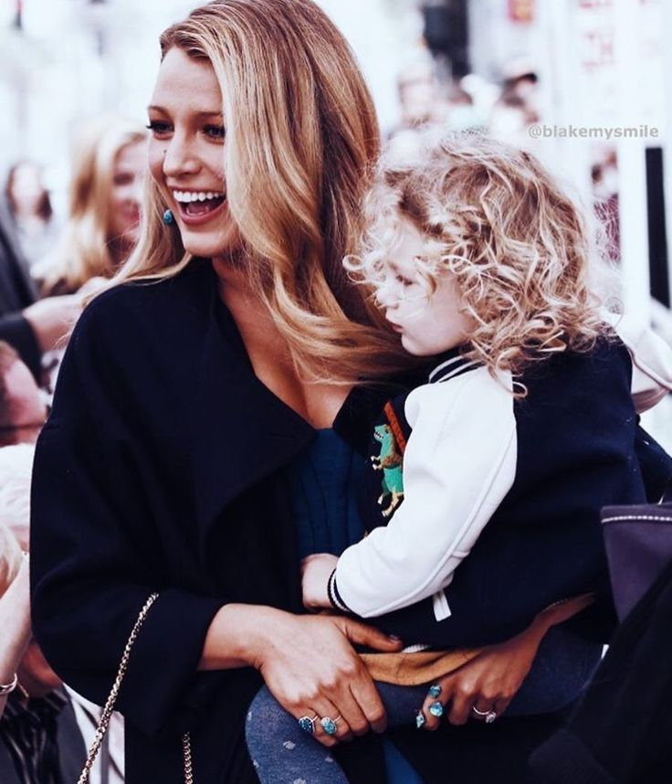 Blake Lively with daughter/ Mother's Day/ Mother's Day inspiration/ moderdag inspiratie/ mooie moeders/ moderdag cadeaus inspiratieMother Daughter