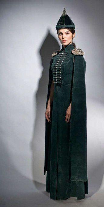 Сати Казанова в стилизованном этническом платье от Мадины Саральп