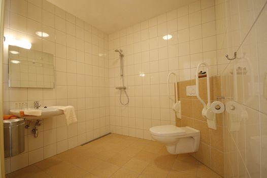 Twee rolstoel toegankelijke kamers.