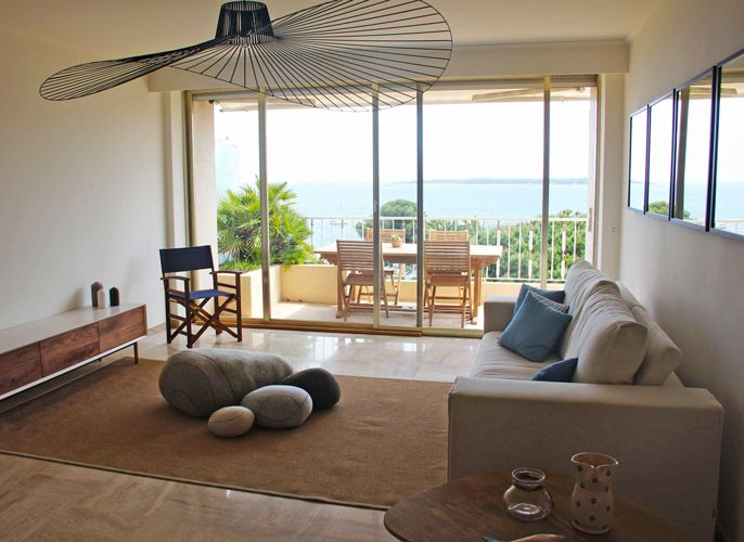 livingroom, hay white chairs, sofa bed, seaside view, livingstone pebbles cushions, vertigo lamp