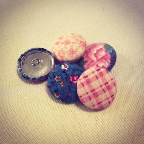 Homemade buttons, DIY Paremman puutteeseen: Nappeja