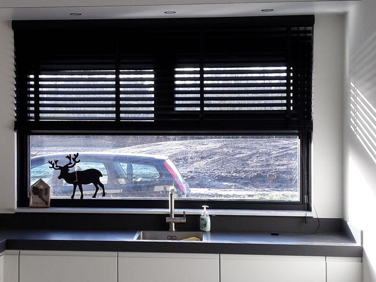Keuken Inspiratie Boek : Zwarte houten jaloezie?n Raamdecoratie Inspiratie boek Pinterest