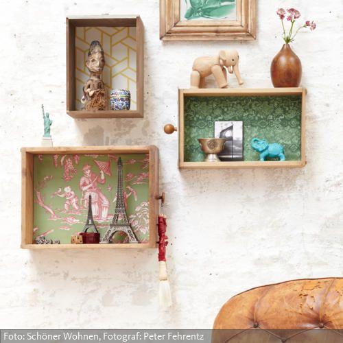 Freiheitsstatue und Eiffelturm, Holzfetisch und Teedose - in den Schubladen eines Weltenbummlers kommt im Laufe der Jahre einiges zusammen. Darum: raus aus dem Schrank und ran an die Wand! Oder besser noch: alte Schubladen vom Trödler besorgen, mit Tapetenresten, Schrank- oder Geschenkpapier auskleiden und an die Wand hängen. Fertig ist die perfekte Bühne für Souvenirs und Erinnerungsstücke.