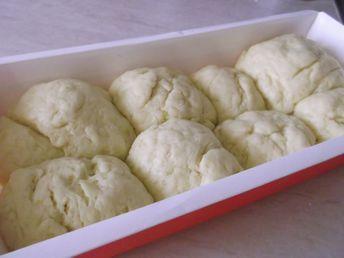 Buon pomeriggio amici, oggi finalmente dopo vari tentativi vi proponiamo il panbrioche senza glutine!!! Il pan brioche senza glutine è un tipo di pane dolc