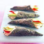 Temaki-sushi met krab, komkommer en avocado