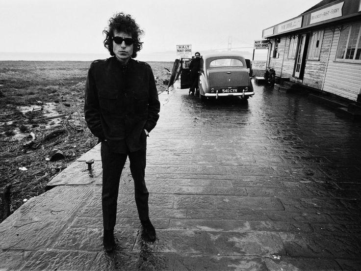 De la voz de Bob Dylan se han escuchado frases tan fuertes que estrujan hasta los huesos pero tan suaves que las palabras acarician