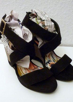À vendre sur #vintedfrance ! http://www.vinted.fr/chaussures-femmes/sandales/26727258-neuf-sandales-compensees-a-lanieres-brides-spartiates-velour-talons-bois