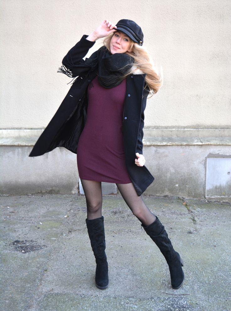 Black coat, black hat, black boots and of course some colour - a purple dress!