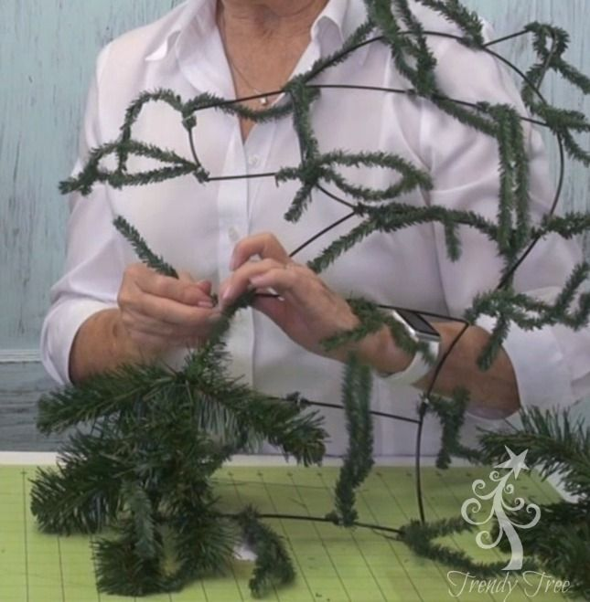 Horse Head Wreath Tutorial at Trendy Tree  http://www.trendytree.com/blog/horse-head-wreath-tutorial/