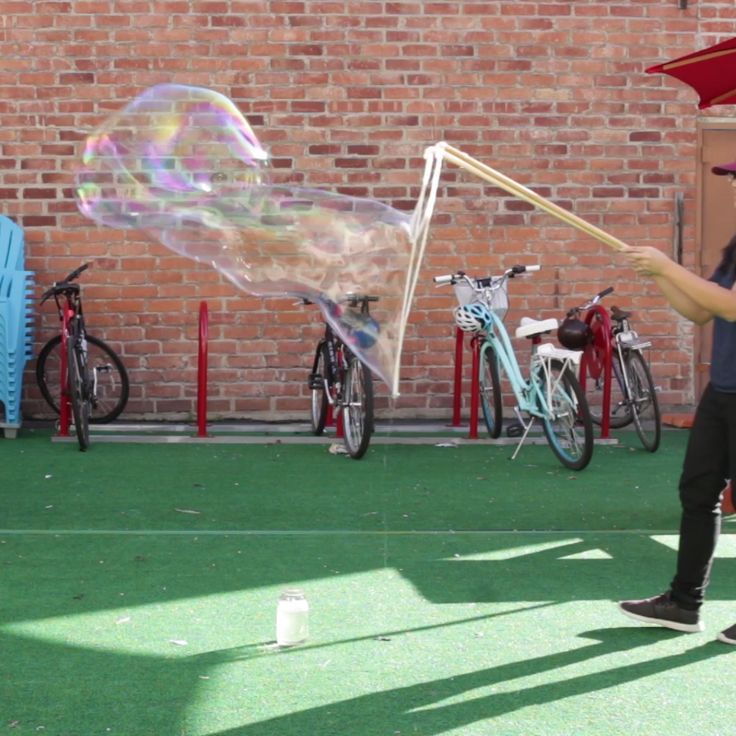Make your own gigantic bubbles with this special DIY mix!