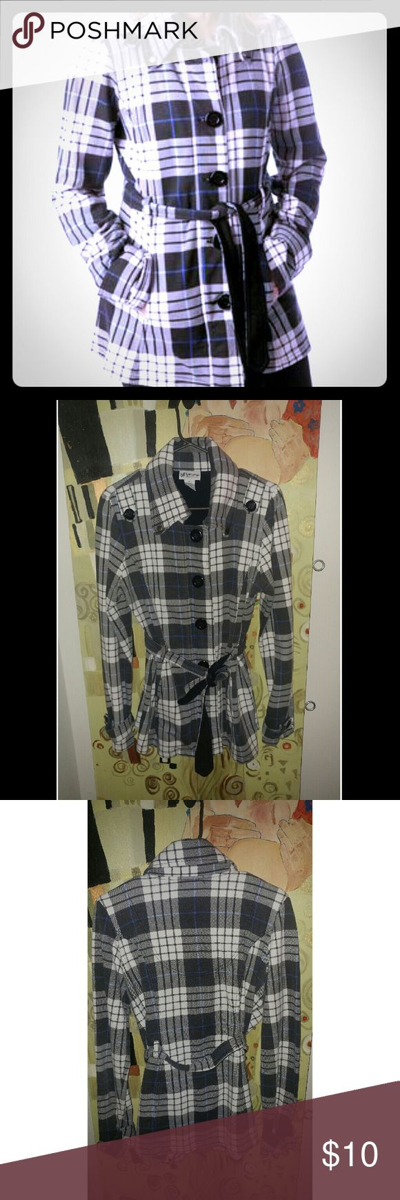 Plaid Lightweight Trench Coat In EUC cotton poly blend knee length trench coat. Blue black and white plaid with rouched shoulder detail. Metal decorative snaps make this a great alternative to a hoodie and gives an on the go outfit a dressed up look. Juniors size XL easily fits a size 14/16 plus Self Esteem Jackets & Coats Trench Coats