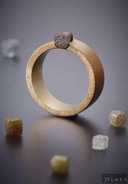 anneau or 18 carats et diamant brut gris par nathalie dmitrovic exclusivement chez l