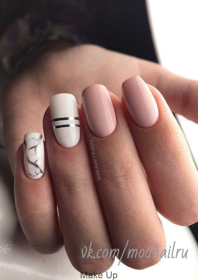 Floral inspirierte nackte Nagelkunst. Geben Sie Ih…