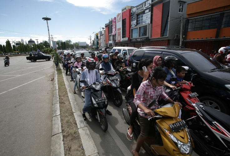 Traffic jam in Indonesia after the earthquake reported. Credit to VoiceTV/FB.