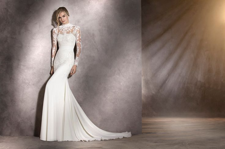 ARIELLA - Spectacular. This word is the best to describe this wedding dress. With a sweetheart neckline and mermaid cut in gauze and tulle with lace and thread embroidery appliqués