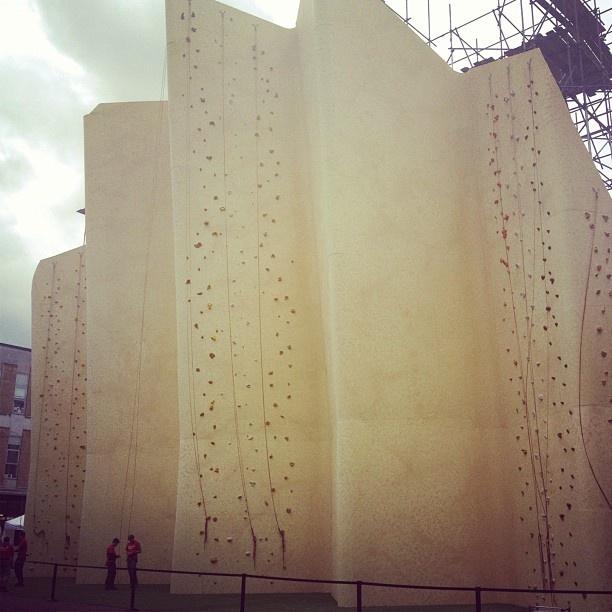 @walkers_crisps Britain's biggest ever crisp & tallest outdoor freestanding climbing wall! @Brick_Lane_E1
