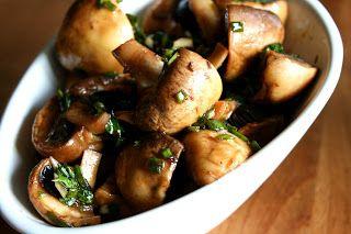 SILLÄ SIPULI: Marinoidut herkkusienet, Chorizo-leivät
