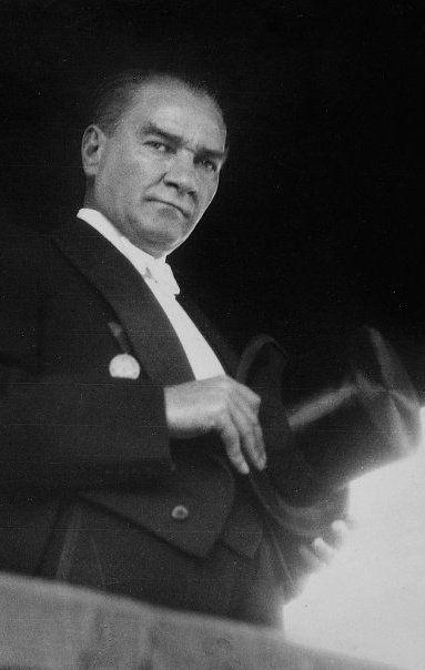 """✿ ❤ Mustafa Kemal Atatürk....""""Sendeki bu asalet ve yerini en güzel temsil etme yetisi....."""" Yerin asla doldurulamaz!"""