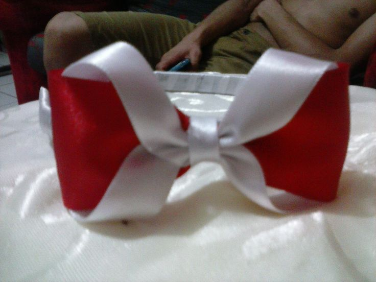 tiara com laço vermelho com branco