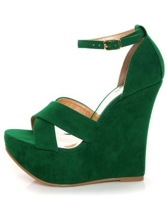 I need to start rocking the emerald green! These shoes are perfection, I love the suade and the straps.