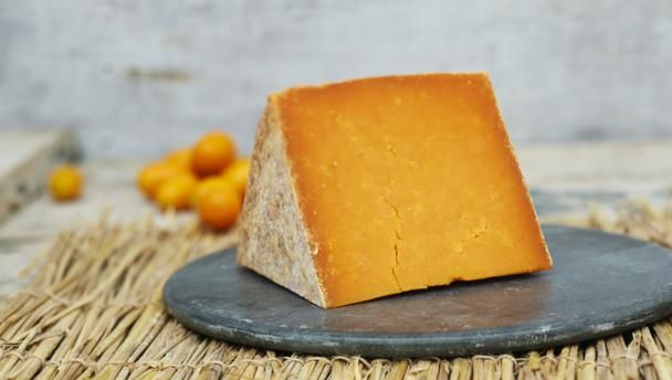 Has been colored orange since the 18th century : Red Leicester
