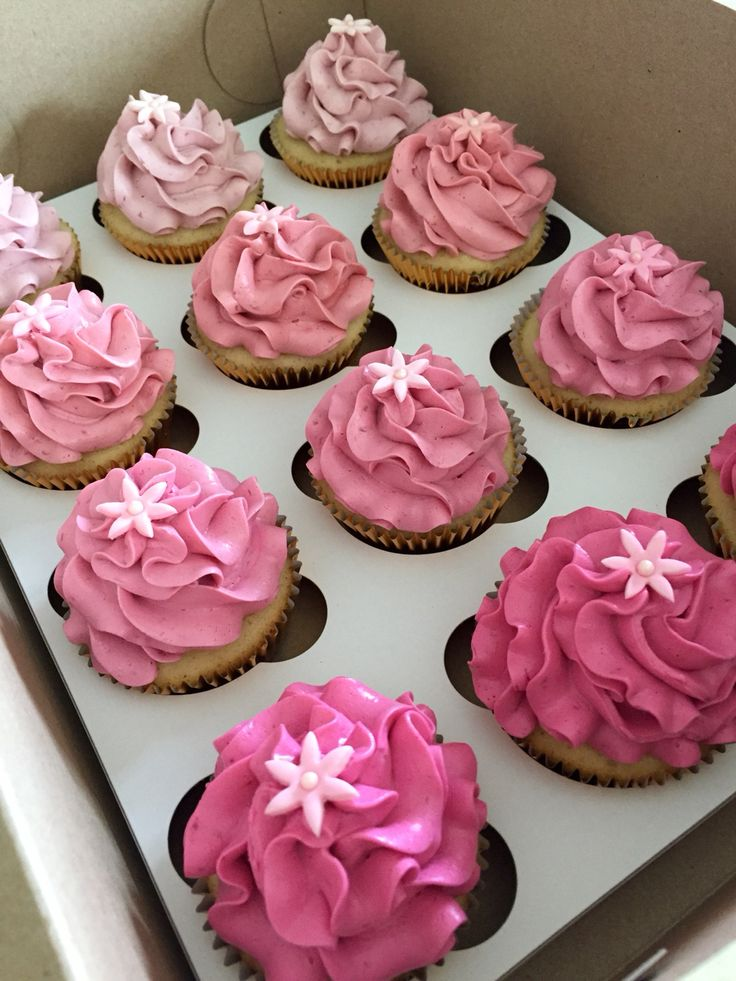 Pink ombre cupcakes with sweetapolita raspberry swiss meringue buttercream. Follow my instagram @macpherson184 for more cupcake photos