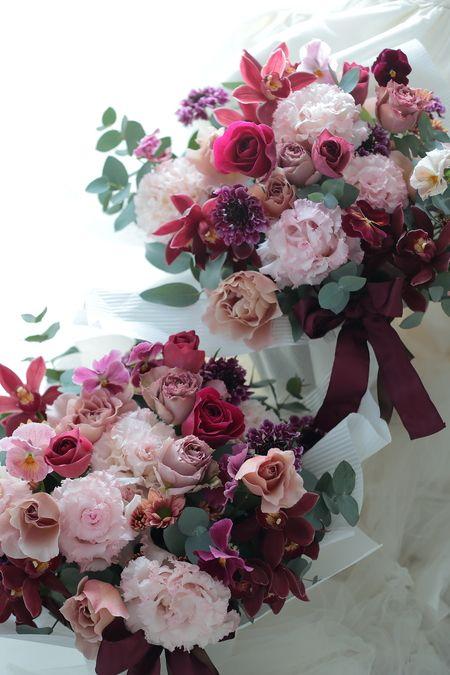 先日帝国ホテル様へブーケ△と一緒にお届けした、披露宴の最後に、ご両親へのプレゼントの花です。花束ではなく、持ち帰りやすく飾りやすいように、カゴに挿した花、...