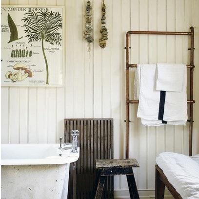 Hmm, copper pipe towel rod, DIY - could be cute