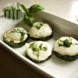 Gegrilde courgette met mozzarella @ allrecipes.nl