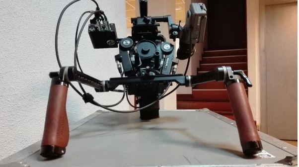 ARRI Alexa Mini, WCU-4 & Ronin | Camaleón alquiler de material.  La ergonomía de la ALEXA Mini ha sido creada bajo la influencia de un pensamiento práctico, teniendo en cuenta la nueva generación de soportes/estabilizadores como gimbals, multicopters y otros equipos especializados... #ArriAlexaMini #ArriUMC4 #ArriWCU4 #ArriClm4 #CameraCheck #ShootingTomorrow #FilmCameraServices #CamaleonRental