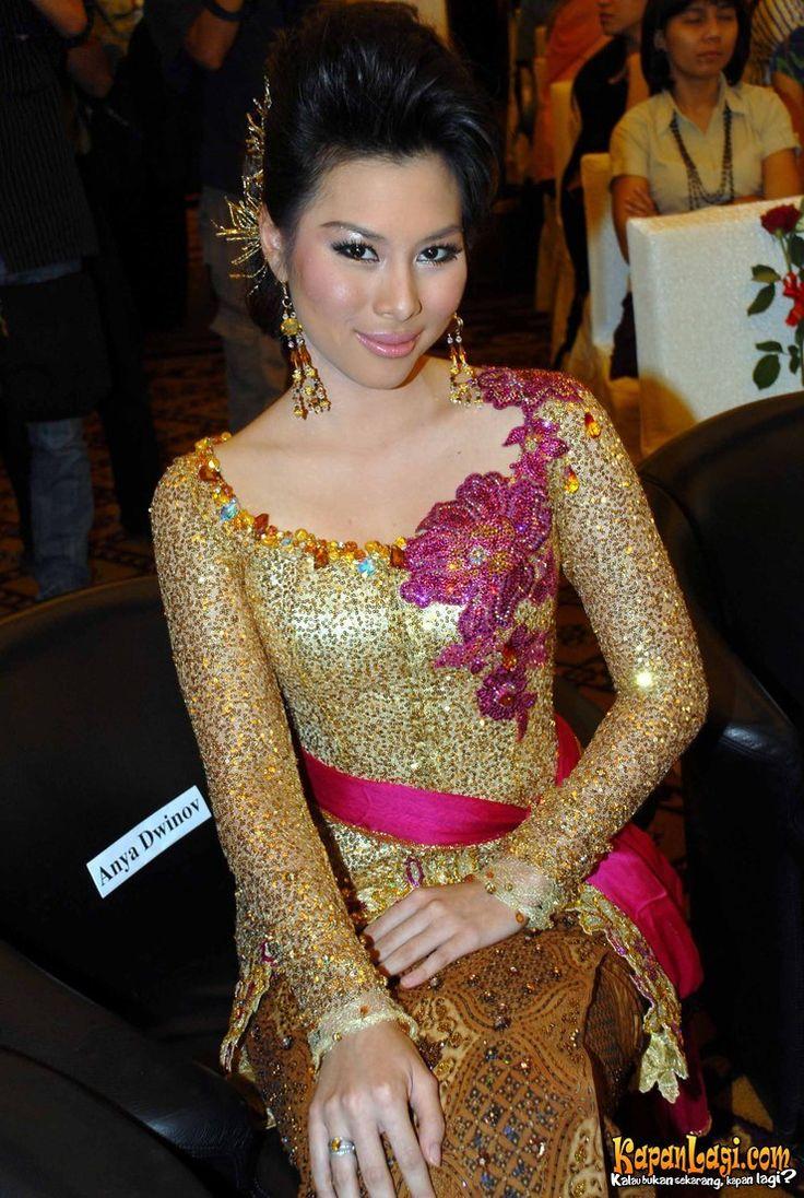 'Masterpiece Royal Sulam' INOVASI KEBAYA AMY ATMANTO