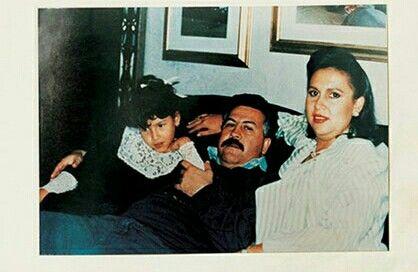 Pablo Escobar with his daughter Manuela Escobar and wife Maria Henao at La Catedral.