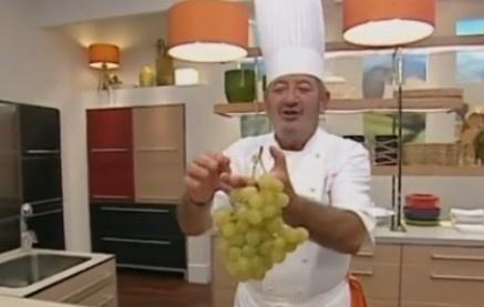 Karlos Arguiñano es uno de los cocineros que más recetas realiza con uvas del Vinalopó